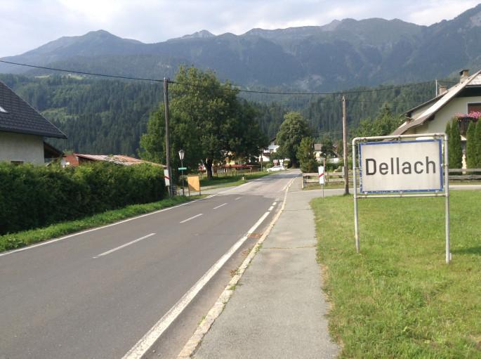 Dellach település bejárata a Gail völgyében. Ezen az úton keresztül ment az ezred az állásokba.
